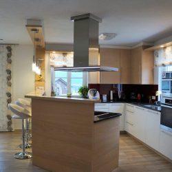 Küche mit hocker 2